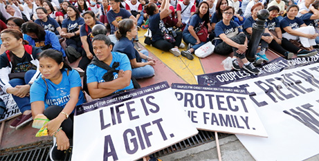 Catholics in Manila attend Mass at the end of the Walk for Life on Saturday (ucanews.com/Joe Torres)