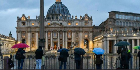 Journalists hitting the streets outside the Vatican to report on Pope Francis