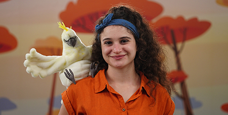 Caitlin Swan and Koco the cockatoo in Katie and Koco (Shalom World)
