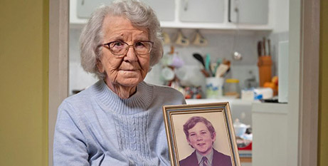 Audrey Nash with a picture of her son Andrew (ABC News)