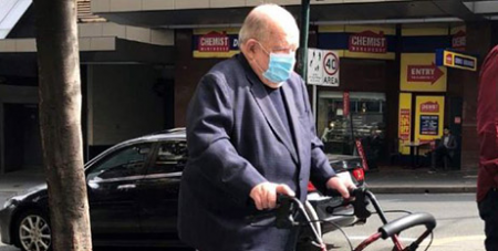 William Wade arrives at Sydney's Downing Centre court complex (ABC News/Jamie McKinnell)