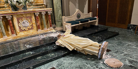 A Sacred Heart of Jesus statue vandalised inside St Patrick's Cathedral in El Paso, Texas on September 15 (CNS/Fernie Ceniceros, Diocese of El Paso)