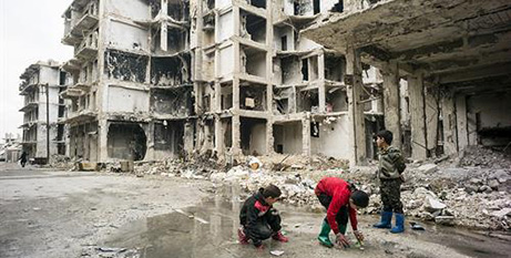 Syrian children play in puddles in Ashrafieh, East-West Aleppo (Caritas Switzerland/Alexandra Wey)