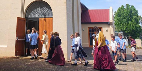 Some Mary MacKillop Memorial School students and teachers dressed up to celebrate the 10th anniversary of St Mary MacKillop's canonisation  (ABC South East SA/Bec Whetham)