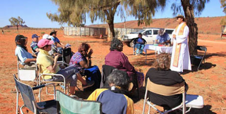 Fr Prakash Menezes SVD celebrates Mass in Central Australia (Divine Word Missionaries)