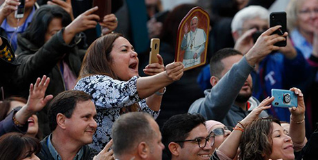 The crowd reacts to the Pope